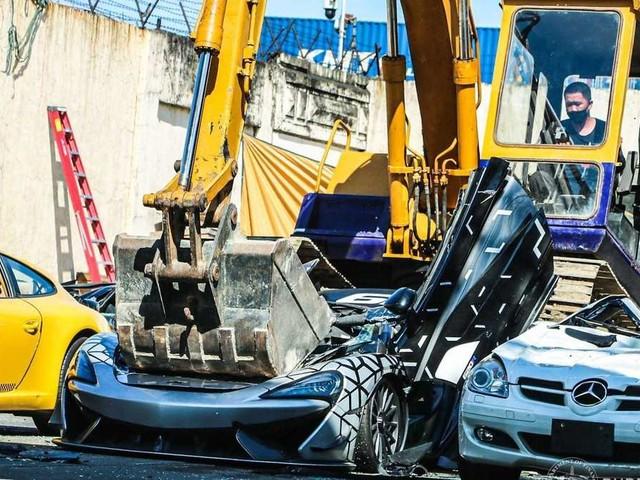 McLaren, Porsche, Bentley unterm Bagger: Darum werden diese Traumautos zerstört