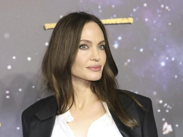 Angelina Jolie fühlt sich hinter der Kamera wohler