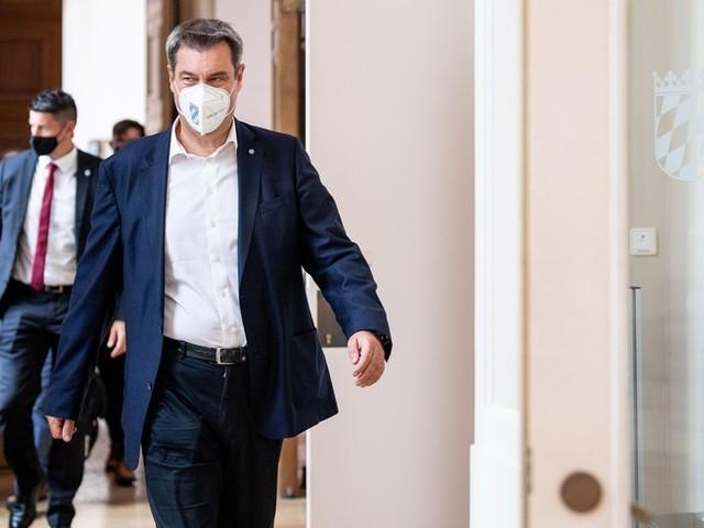 """Corona-News: Söder erklärt """"Impfen to go"""" und will Clubs im Herbst für Geimpfte öffnen +++ Merkel über Impfpflicht in Deutschland: """"Haben nicht die Absicht, diesen Weg zu gehen"""
