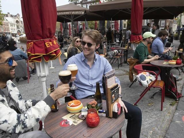Entspannung im Nachbarland: Corona-Inzidenz sinkt auch in den Niederlanden deutlich