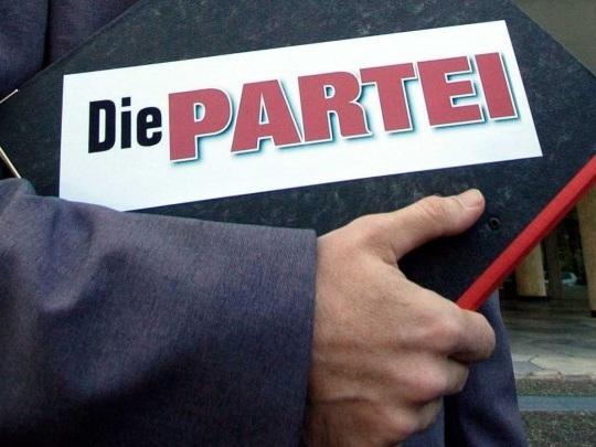 """""""Fasching statt Faschos"""" - """"Die Partei"""" kündigt zum 100. Gründungstag der NSDAP Mahnwache gegen Rechtsextreme an"""
