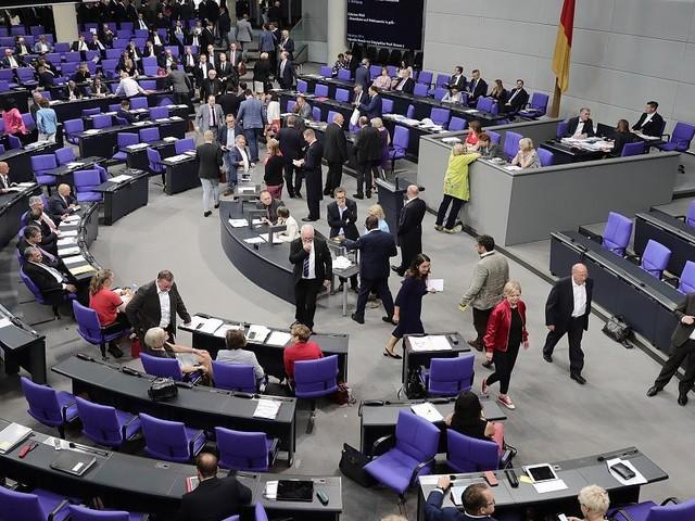 """""""Ich bedauere das sehr"""" - Streit mit Peking: Bundestag sagt geplante Besuchsreise nach China ab"""