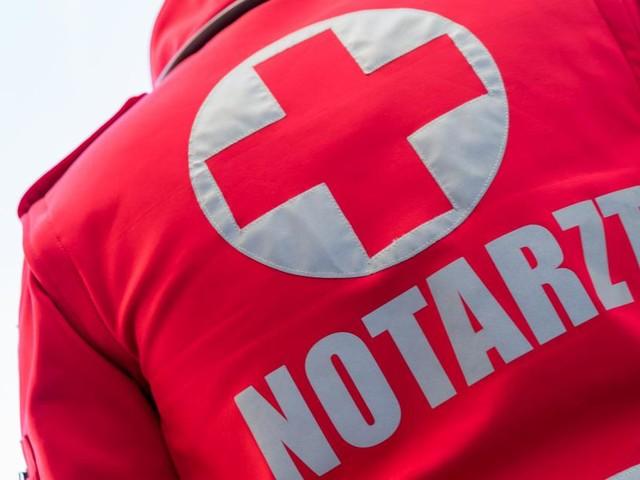 Radfahrer in Innsbruck von Auto mitgeschleift und überrollt
