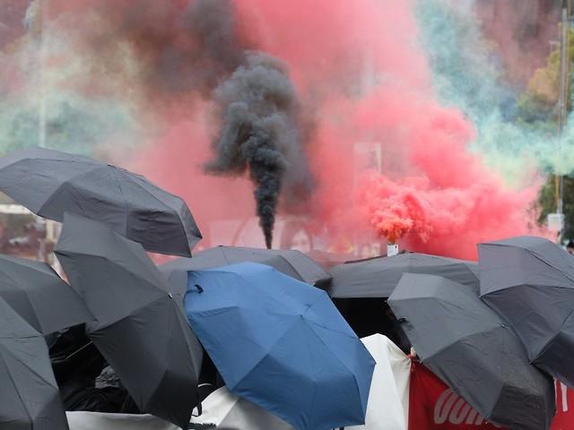 """""""Linx""""-Proteste in Leipzig: Demonstranten attackieren Polizeiwache"""