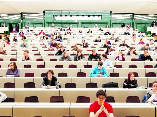Fachhochschulen: Bleiben die Plätze bald leer?