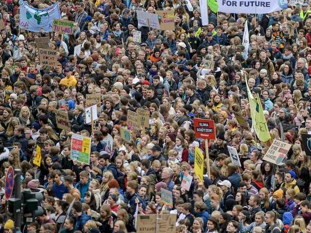 Ergebnisse der Shell-Jugendstudie: Jugendliche sind wieder politisch interessiert