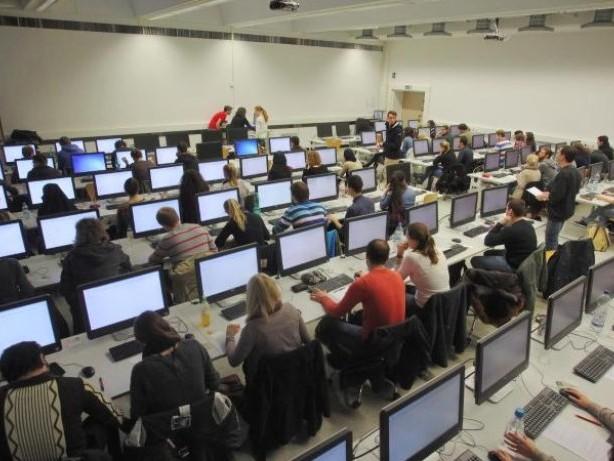 Stiftung Lesen: Info-Flut im Internet kann Schüler überfordern
