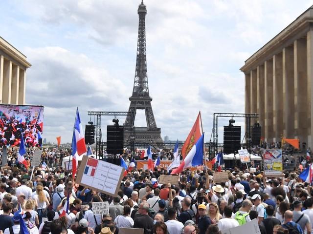 Zehntausende auf den Straßen - Ausschreitungen bei Protesten gegen Impfpflicht in Paris - Polizei setzt Tränengas ein