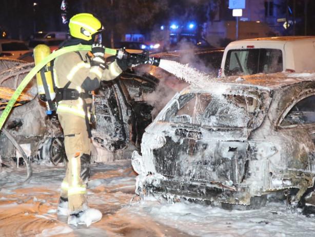 Blaulicht-Blog: Reinickendorf: Sechs Pkw ausgebrannt, fünf beschädigt