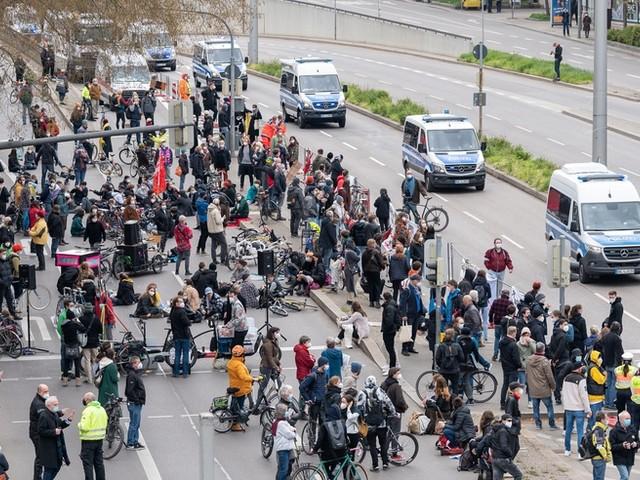 Corona-News: RKI meldet 19.185 Neuinfektionen +++ Hunderte Anzeigen nach Querdenker-Demos in Stuttgart