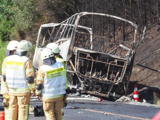 Unfallkatastrophe: Toter Busfahrer steht nach Inferno auf A9 unter Verdacht