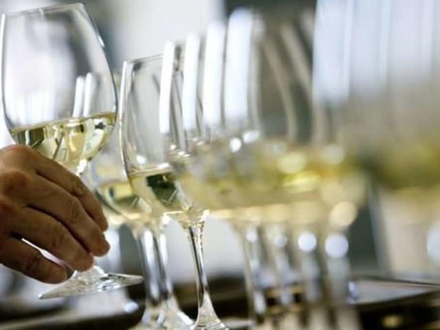 Ohne Eiswürfel: Dieser geniale Trick hält Ihren Weißwein kühl