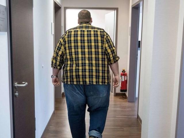 Mann wird aufgrund von Übergewicht nicht behandelt