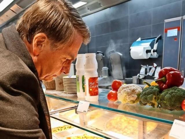 Bescheiden in Davos: Brasiliens Präsident speist im Supermarkt