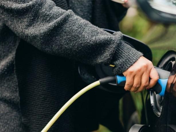 Elektroautos und Hybride: Neuer Umweltbonus erhitzt die Gemüter