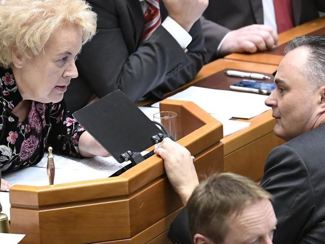 Landesrechnungshof: Landtagspräsidentin zwischen allen Stühlen