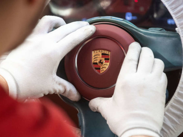 Schiff voller Supersportwagen geht unter - Porsche-Reaktion ist überraschend