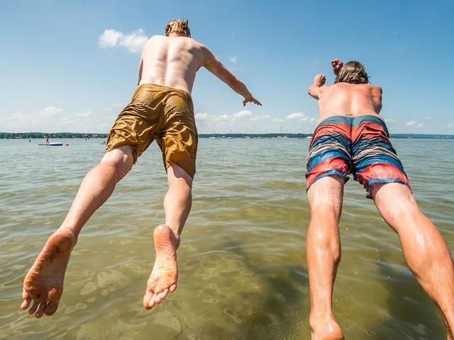 Sommerliches Wetter: Das sollten Sie beim Anbaden beachten