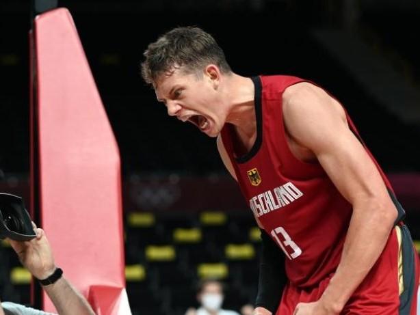 Olympia: Viertelfinale möglich:Erster Sieg für Basketballer