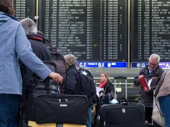 Fluggesellschaft muss bei Verspätung über Rechte informieren