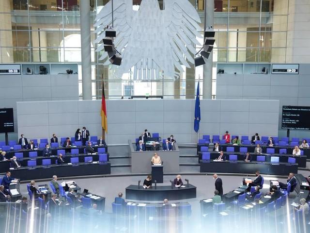Der Bundestag im XXL-Format ist ein Skandal