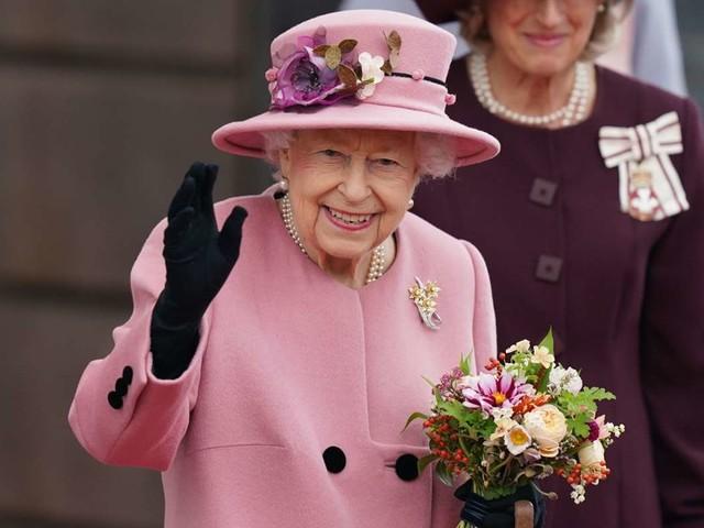 Neue Sorge um die Queen: Elizabeth II. vorübergehend im Krankenhaus