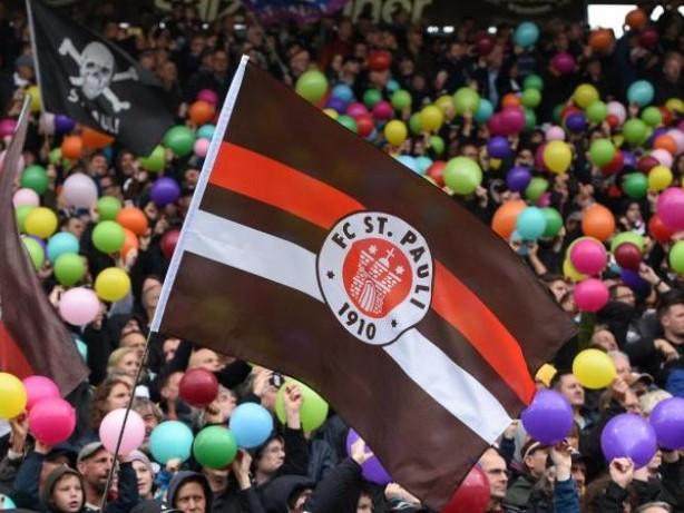 Fußball: Proteste St.-Pauli-Fans:Debatte mit Grote unter Ausschluss