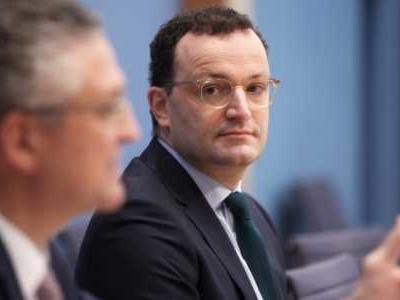 Bundesgesundheitsminister Jens Spahn (CDU) widerspricht dem Präsidenten des Robert-Koch-Instituts, Lothar Wieler, in der Debatte um die Bedeutung der Inzidenz als Leitindikator in der Pandemie.