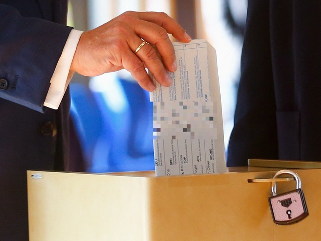 Armin Laschet verstößt gegen das Wahlgeheimnis: Bela B kontert mit Photoshop-Post