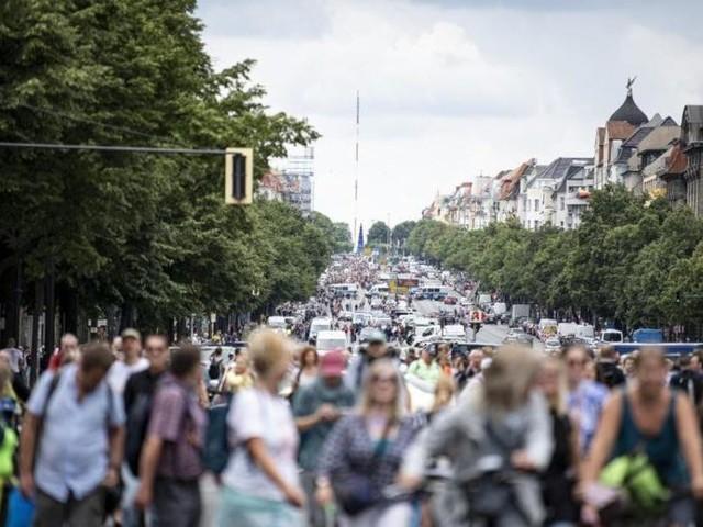 Rangeleien zwischen Protestierenden und Polizei in Berlin