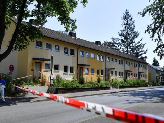 Schießerei in Espelkamp (NRW) im News-Ticker: Zwei Tote nach Schüssen in Innenstadt - Täter (52) flüchtig