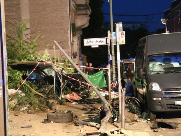 Wohnungsdurchsuchung: SUV-Unfall in Mitte: Anwalt spricht von Gesundheitsproblem