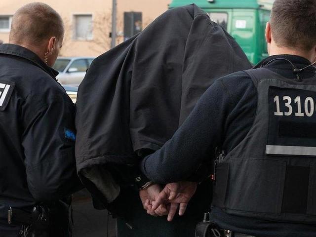 Berlin - Autoschieber-Mafia: Polizist (46) bei Großrazzia gegen kriminelle Bande verhaftet