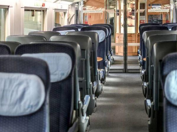 Lebensgefahr: präparierte Steckdose an Sitzplatz in ICE entdeckt