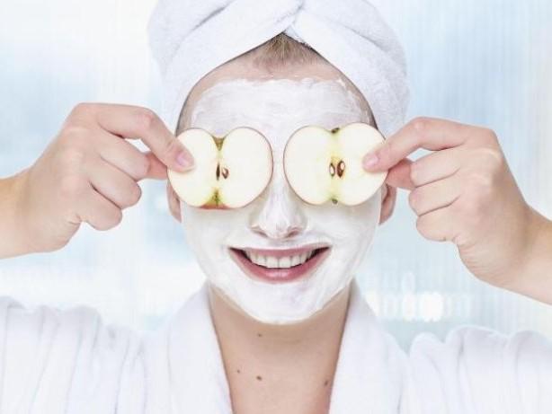 Vitamine und Antioxidantien: Apfel-Quark-Maske zur Hautreinigung selbst anmischen