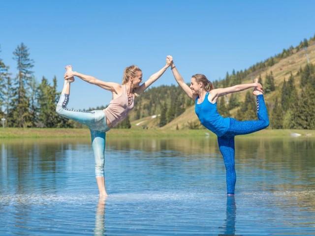 Tänzer im See, Krieger am Berg: Yoga im Urlaub ist Ooomgesagt