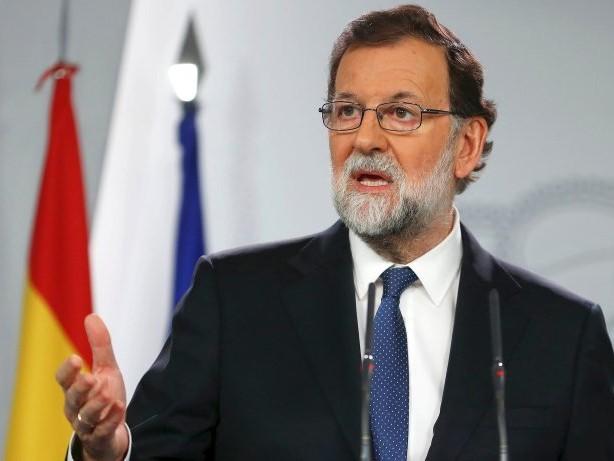 Separatisten: Madrid greift durch: Rajoy setzt Kataloniens Regierung ab