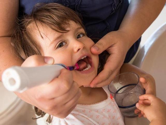 Zu viel Fluorid?: Zahnpasta für Kids sollte nach nichts schmecken