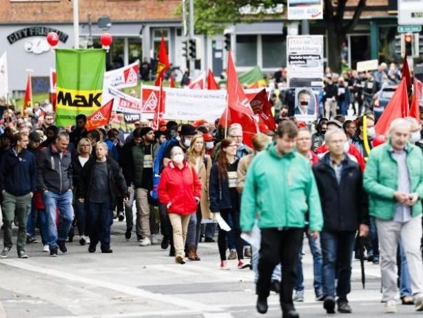 Demonstrationen: Rund 1000 Demonstranten gegen Aus von Caterpillar-Standorten