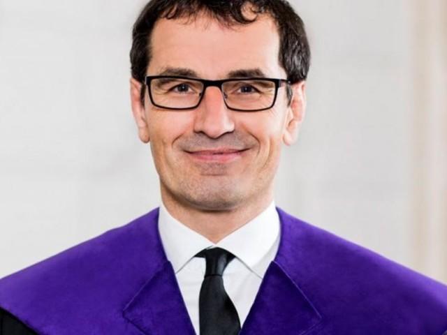 Promi-Anwalt und Höchstrichter: Wie ein Erbarmungsloser zwischen die Fronten gerät