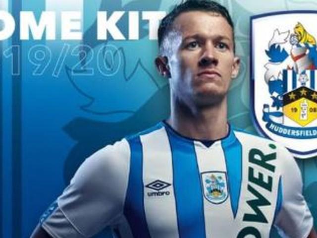 Fans von Huddersfield verzweifeln am neuen Trikot – doch es war nur ein PR-Gag
