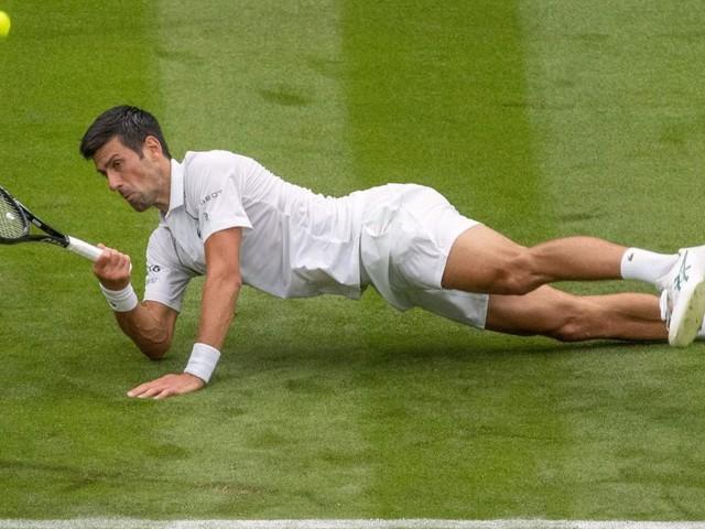 Djokovic vermied Wimbledon-Ausrutscher, frühes Aus für Tsitsipas