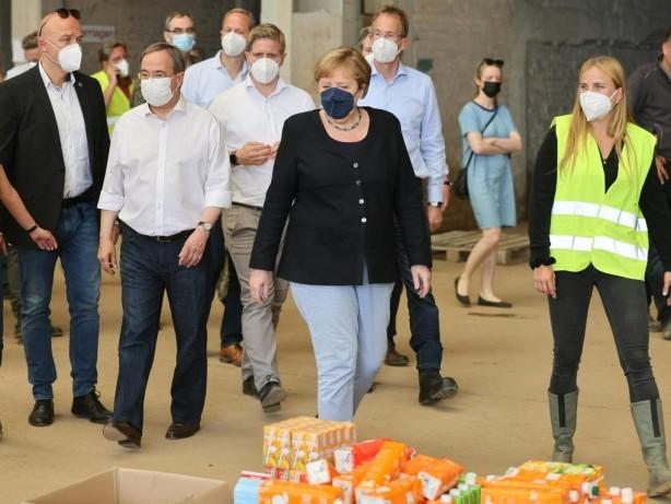 Nach Unwetterkatastrophe: Merkel und Laschet in Bad Münstereifel