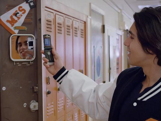 Motorola Razr: Neues Video zeigt Falt-Smartphone mit Nostalgie-Faktor