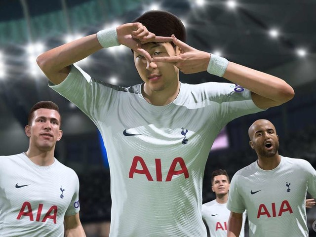 FIFA 22: Jubeln im Pool – So feiert ein Twitch-Streamer seine seltene Karte