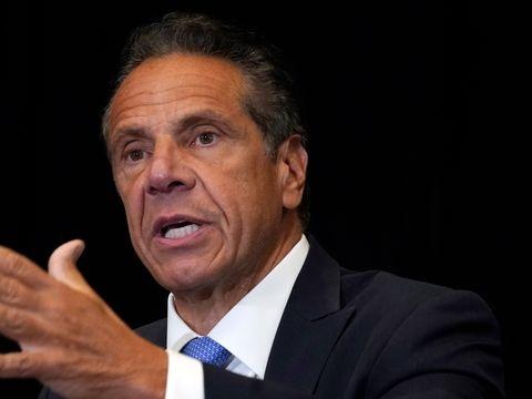 New Yorker Gouverneur - Biden fordert Rücktritt: Gouverneur Cuomo verliert Rückhalt