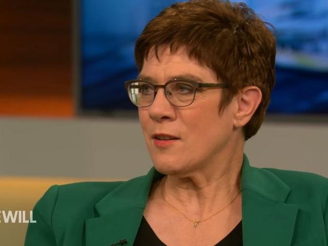 AKK zeigt Führungsstärke, als Anne Will sie auf ihre Kritiker anspricht