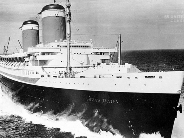 "Lost Places: ""SS United States"": Amerikas vergessenes Flaggschiff verrostet in Philadelphia"