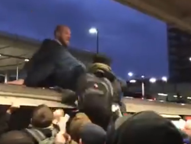 """U-Bahn besetzt: Prügel: So reagieren Londoner auf """"Extinction Rebellion"""""""
