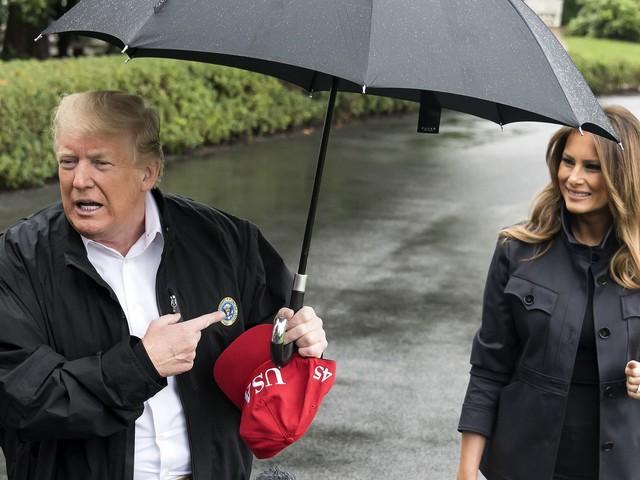 Kein Gentleman? Donald Trump lässt Melania im Regen stehen!